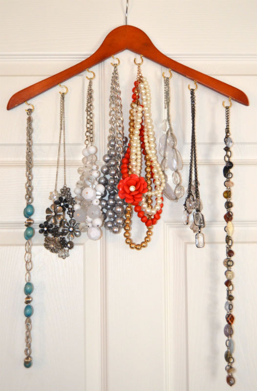 Jewelry Hanger Displayed at SkipperClan